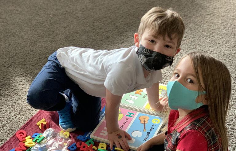 2 kids playing.