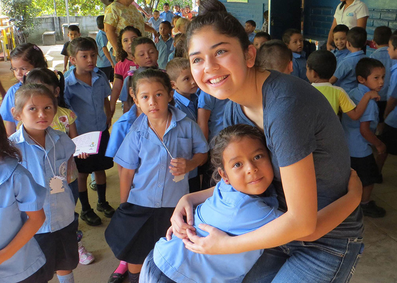 school-hug-el-salvador.